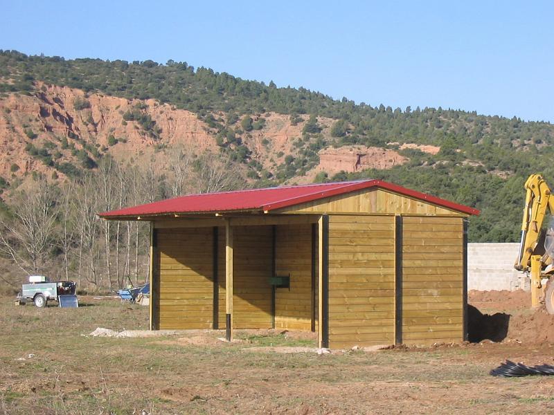 Construcciones h picas cobertizos y corraletas cobertizo for Cobertizo de plastico para jardin