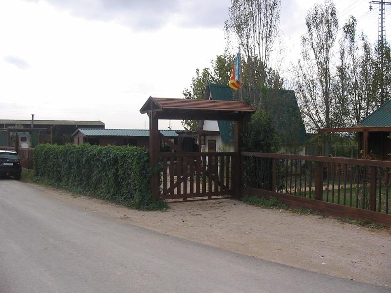 Construcciones h picas vallado y puertas picadero puerta - Tejadillo para puerta ...